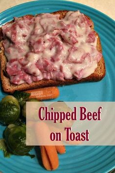 This Chipped Beef on Toast recipe is classic comfort food. This frugal meal has roots in the military and is sometimes called S.O.S. too! ;) #beeffoodrecipes
