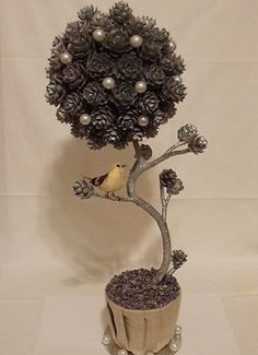 So cool love this tree Christmas Topiary, Christmas Art, Christmas Decorations, Christmas Ornaments, Christmas Ideas, Pine Cone Art, Pine Cone Crafts, Pine Cones, Diy And Crafts