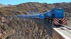 Turismo - Se inauguró la temporada turística que tendrá tres frecuencias semanales y 300 pasajeros a bordo. El tren más emblemático volvió a viajar a 4220 metros sobre el nivel del mar.