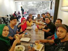 Jalan-jalan Cari Makan Crew! 😊😊 Welcome to our restaurant 😊😊 #jjcm #nomnom #asianfood #kelantancuisine #hungry #malaysiafood #nasipakman