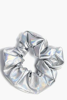 Black Gold Jewelry For Beautiful Pieces Metallic Holographic Scrunchie Diy Hair Scrunchies, How To Make Scrunchies, Bobby Pin Hairstyles, Scarf Hairstyles, Retro Hairstyles, Womens Fashion Online, Latest Fashion For Women, Hair Scarf Styles, Party Kleidung
