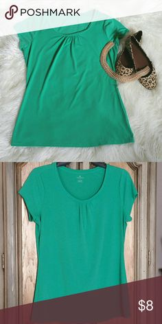 Beautiful Green top A lovely colored light green scooped neck top Worthington Tops Tank Tops