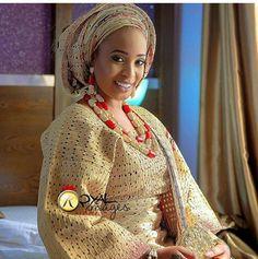 #DEEBEE2016 . Beautiful Karphy in aso oke and beads by @bimmms24  Make up @lbvmakeovers  @royal_images  #Bride #YorubaBride #Wedding #NigerianWedding #FineBride #Red #MDEvents #WeddingPlanner
