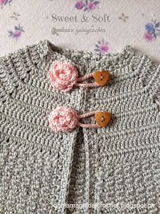Baby Crochet Dress - Video - Crochet Designs And Free Patterns Knitting For Kids, Crochet For Kids, Baby Knitting, Knit Crochet, Cardigan Bebe, Baby Cardigan, Baby Patterns, Knit Patterns, Kids Dress Clothes