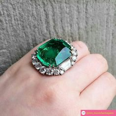 @mm_mucevhermagazin.  #emeralds #diamonds #ring http://amzn.to/2tpDPX4