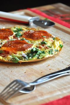 Pizza for breakfast?  Pepperoni Pizza Frittata #travellingdietitian #thecleanseparation #healthy www.travellingdietitian.com