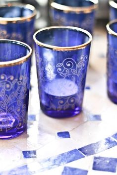 Blue and gold tea glasses Azul Indigo, Bleu Indigo, Cobalt Glass, Cobalt Blue, Gold Glass, Blue Gold, Marrakech, Love Blue, Blue And White