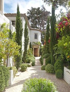 A great example of using vertical Italian Cypress in a Mediterranean garden to draw the eye up in a narrow space. Raised planters on the sides Beautiful Gardens, Beautiful Homes, Beautiful Places, Beautiful Gorgeous, Spanish House, Spanish Style, Spanish Colonial, Spanish Garden, Spanish Revival