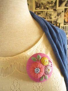 手刺繍ブローチ『ブーケ・ノスタルジー』
