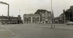 Zicht op huizen aan markt. Links de Bakenstraat en rechts de Hagengracht.
