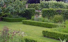 A Downton Abbey-Worthy Garden: Gardenista