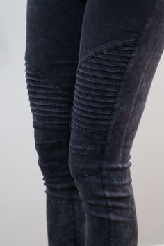 Take a look at the best what to wear with moto leggings in the photos below and get ideas for your outfits! Fashion Mode, Look Fashion, Fashion Beauty, Womens Fashion, Denim Fashion, Unique Fashion, Looks Style, Looks Cool, Style Me