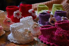 Ravelry: 138 Baby Booties, Maryjanes with Flowers pattern by Sandy Powers
