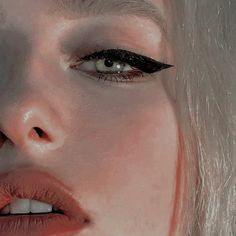 Straight eyeliner, how you withdraw and seduce me .- Hetero Eyeliner, wie du dich mir entziehst und verlockst – Looks – Straight eyeliner, how you withdraw and seduce me – Looks – - Makeup Goals, Makeup Hacks, Makeup Inspo, Makeup Art, Makeup Inspiration, Hair Makeup, Makeup Meme, Makeup Drawing, Makeup Ideas