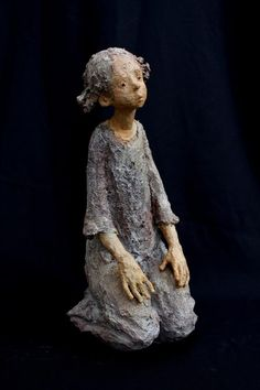 Jurga Martin All Jurga's works fascinate by their vitality, an incredible accuracy of their attitudes, expres. Sculptures Céramiques, Art Sculpture, Ceramic Figures, Ceramic Art, Pottery Designs, Pottery Art, Statues, Paper Mache Crafts, Artists Like