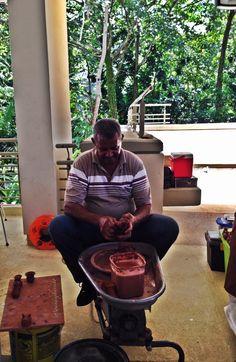 Artesano puertorriqueño trabajando en El Yunque. Felicidades a todos los que celebran el Día de la Cultura Puertorriqueña y el Descubrimiento de Puerto Rico. #PuertoRico #artesanos #Boriquén #Boricuas