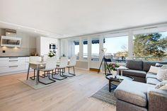 FINN – TONSENHAGEN: Totalrenovert 4- roms leilighet - Balkong med panoramautsikt mot Oslofjorden - Garasje - Nytt bad og separat toalett - Høy standard