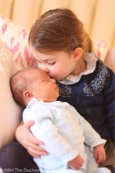 Princess Charlotte kissing her baby brother Prince Louis ❤️