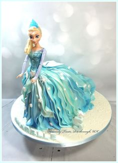 Elsa doll cake made using the Ipoh Bakery walking doll cake tutorial :-D Bolo Frozen, Frozen Doll Cake, Elsa Doll Cake, Disney Frozen Cake, Disney Cakes, Doll Birthday Cake, Barbie Birthday, Doll Cake Tutorial, Dolly Varden Cake