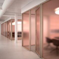 houten frames met gekleurd glas