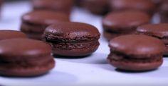 Oggi vi diamo la #ricetta per cucinare 25 deliziosi #macarons al #cioccolato! Guardiamo il video :)