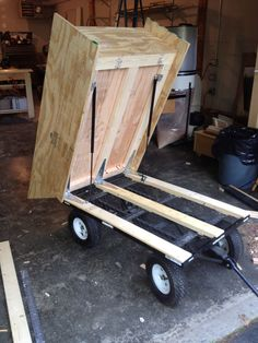 The BMDV in construction. Those are gas assist struts. Small Wood Projects, Woodworking Projects For Kids, Pallet Projects, Woodworking Plans, Homemade Trailer, Trailer Diy, Pallet Tool, Yard Tools, Utility Trailer