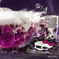 Monster High Party Ideas: petrifyingly purple punch - looks freaky-cool with easy dry ice fog effects. This will go great with our black & purple Halloween decor. Monster Party, Monster High Birthday Food, 9th Birthday Parties, Girl Birthday, Birthday Ideas, Turtle Birthday, Carnival Birthday, Cumple Monster High, Purple Punch