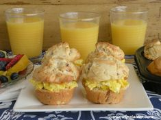 Scrambled Egg Sliders on Bacon and Cheddar Muffins Brunch Recipes, Breakfast Recipes, Brunch Ideas, Great Recipes, Favorite Recipes, Breakfast Desayunos, Good Food, Yummy Food, Awesome Food