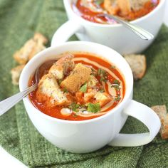 This flavorful vegan roasted red pepper soup is made with ripe summer red bell peppers and topped with tahini sauce and garlic croutons. Veggie Soup, Vegetarian Soup, Vegan Soups, Vegetarian Recipes, Healthy Soups, Vegan Food, Roasted Red Pepper Soup, Roasted Red Peppers, Cleanse Recipes