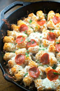 """foodffs: """" tater tot pizza casserole """"Cracked Out"""" Tater Tot-Chos Jalapeño Parmesan Quinoa Tater Tots Tater Tot Nachos Baked Cheddar Broccoli Tots How to Make Homemade Tater Tots CHICKEN. Tater Tot Recipes, Easy Casserole Recipes, Pizza Recipes, Beef Recipes, Dinner Recipes, Cooking Recipes, Dinner Ideas, Recipies, What's Cooking"""