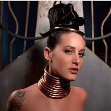 Giraffe Neck Lady Takes Off Rings - Giraffe Woman Has 11 Inch Long Neck Ms Smith, Giraffe Neck, Neck Rings, Black Israelites, Body Modifications, Collar And Cuff, Tribal Jewelry, Collars, African