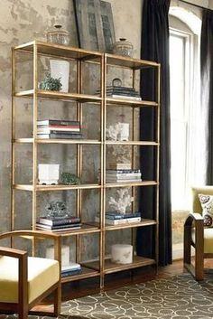 Usa pintura en aerosol color dorado. | 24 maneras fáciles de hacer que tus muebles se vean más caros