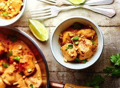 Découvrez la recette express et facile du poulet au cacahuètes. Le célèbre plat d'Asie qui va vous ravir pour peu d'efforts et avec les produits de votre frigo, le compromis parfait.