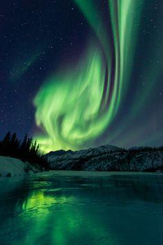 Brooks Range, Alaska; Weder Wahrheit noch Licht kann man rein einfangen. Die kleinste Stimme des Zweifels oder der winzigste Feuerfunken kann dem Lichtfänger und dem Wahrheitssucher dieses Ziel zerstören. Ein Weiterkommen ermöglicht nur die Zuversicht und die Liebe.AW