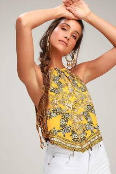 Be the boho-chic queen in the Free People Sofia Golden Yellow Floral Print Halter Crop Top! Bohemian Schick, Music Festival Outfits, Festival Clothing, Elegant Girl, Summer Outfits Women, Summer Fashions, Halter Crop Top, Boho Outfits, Boho Chic