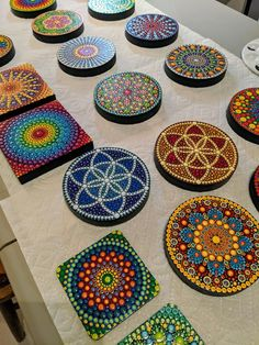 Source by danamarix. Mandala Drawing, Mandala Painting, Mandala Art, Mandala Painted Rocks, Mandala Rocks, Dot Art Painting, Stone Painting, Painted Wooden Boxes, Mandala Canvas