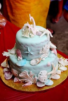 Mermaid Party - Love this seashell cake! Beautiful Cakes, Amazing Cakes, Seashell Cake, Ocean Cakes, Beach Cakes, Cupcake Cakes, Cupcakes, Ocean Party, Shark Party