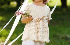 Mädchenpullover mit Lochmuster - kostenlose Strickanleitung