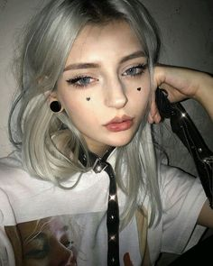 Tee: Middle finger (Blanc) Lenses Discount Code… – Pin's Page Cute Makeup, Makeup Looks, Hair Makeup, Moda Pastel Goth, Aesthetic People, Aesthetic Girl, Black Eye Makeup, Makeup Tumblr, Make Up Inspiration