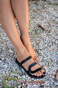 Black sandals Black leather sandals Slip on sandals Black Leather Slippers, Black Leather Sandals, Leather Shoes, Fashion Sandals, Shoes Sandals, Flat Sandals, Gladiator Sandals, Pretty Sandals, Fashionable Snow Boots