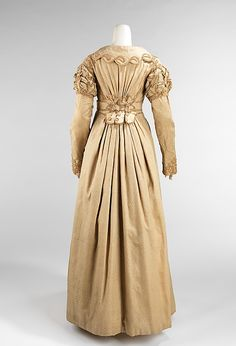 The back is beautiful on this 1810s pelisse.