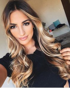 Here's Every Last Bit of Balayage Blonde Hair Color Inspiration You Need. balayage is a freehand painting technique, usually focusing on the top layer of hair, resulting in a more natural and dimensional approach to highlighting. Cabelo Ombre Hair, Balayage Hair, Blonde Balayage Highlights On Dark Hair, Ombre Hair Brunette, Short Hair Styles, Natural Hair Styles, Blonde Wig, Blonde Roots, Blonde Waves