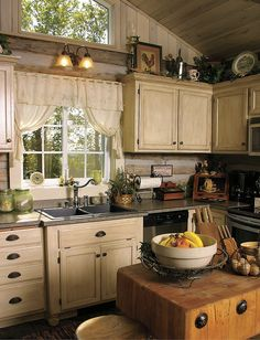 I quite am keen on this colour for this Cozy Kitchen, Mexican Style Kitchens, Kitchen Design Gallery, Kitchen Remodel, Kitchen Decor, Country Cottage Decor, Kitchen, Rustic Kitchen, Primitive Kitchen Cabinets