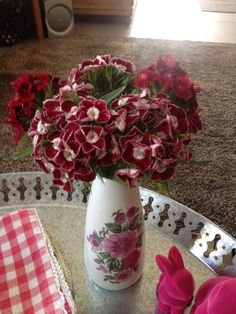Old fashioned flowers in an old fashioned vase. Thanks Ulla! #uteschlegelflowers