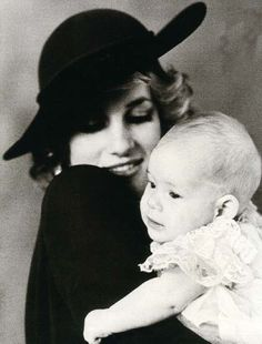 Prince Henry (known later as Harry) with his Mother, Princess Diana on his christening day, December beautiful~~ Princess Diana Photos, Princess Diana Family, Princess Kate, Princess Of Wales, Diana Son, Lady Diana Spencer, Musica Salsa, Charles And Diana, Portraits