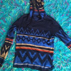 •MAKE OFFERS• Cute Tribal Design Hooded Top✨ Doesn't have a size listed on the tag but I believe it was a small. Happy to provide measurements 😊 extremely soft and good quality material but does show some piling. Macy's Tops Sweatshirts & Hoodies