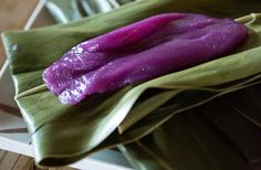 This delicious recipe is for sweet - and bright - Japanese rice and purple potato cakes. You can substitute other leaves for the shell ginger, but it will affect the mochi's distinctive floral and herbal aroma. Asian Snacks, Asian Desserts, Ube Recipes, Asian Recipes, Tamales, Purple Food, Purple Yam, Okinawa Food, Okinawan Sweet Potato