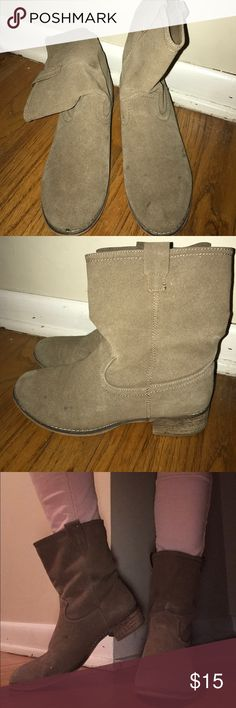 Simple tan booties These boots go with everything!! Pair them with your favorite dress or tuck into colored jeans. Lightly worn & in great condition! Shoes Ankle Boots & Booties