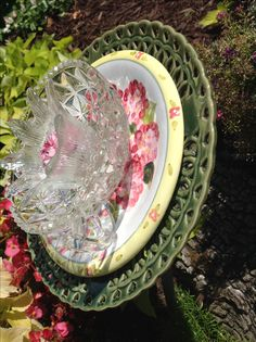 Side view with a better look at the yellow and pink floral center plate. MiMi's Plate Flowers