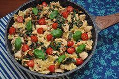 Farfalle z kurczakiem, szpinakiem i pomidorami w winnym sosie Pasta Salad, Ethnic Recipes, Food, Crab Pasta Salad, Essen, Meals, Yemek, Eten